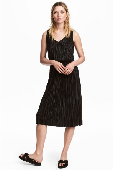 Pleated dress - Black - Ladies | H&M
