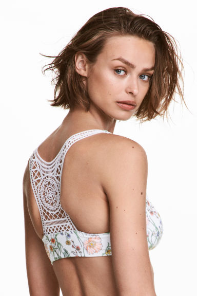 Lace-back bikini top Model