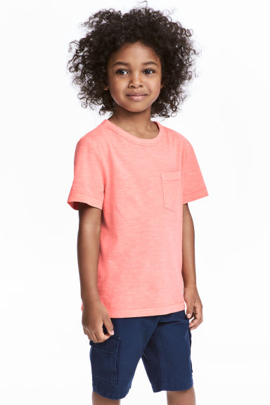 T-shirt with a chest pocket - Coral pink - Kids | H&M CN 1
