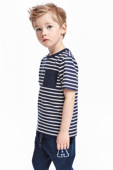 T-shirt with a chest pocket - Dark blue/Striped - Kids | H&M CN 1