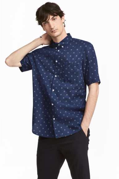 標準剪裁短袖襯衫 - Dark blue/Spotted - Men | H&M 1