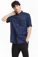 Short-sleeve shirt Regular fit - Dark blue/Spotted - Men | H&M 1