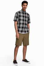 Knee-length cotton shorts - Khaki - Men | H&M 1
