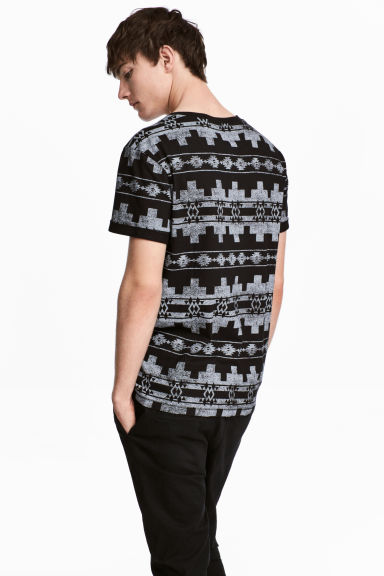T-shirt with a chest pocket - Black/Patterned - Men | H&M
