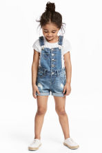 Denim dungaree shorts - Denim blue - Kids | H&M 1
