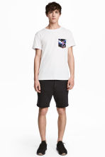 Knee-length sweatshirt shorts - Black - Men | H&M 1