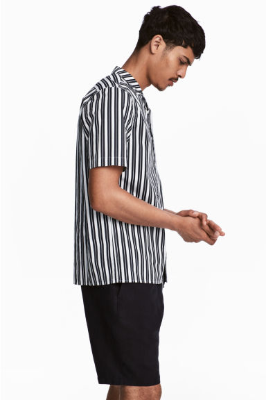 標準剪裁休閒襯衫 - White/Dark blue/Striped - Men | H&M 1