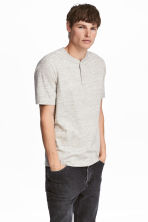 Short-sleeved Henley shirt - Light beige marl - Men | H&M 1