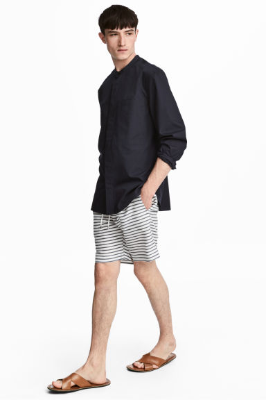 短版短褲 - White/Striped - Men | H&M