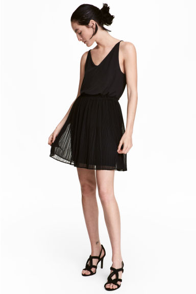 Pleated skirt - Black - Ladies | H&M