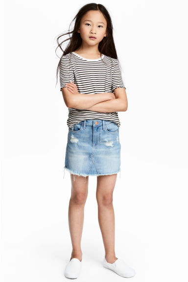 Denim skirt Model