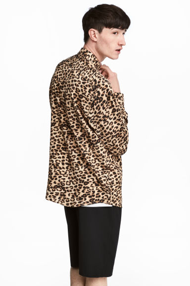 Leopard-print lyocell shirt Model