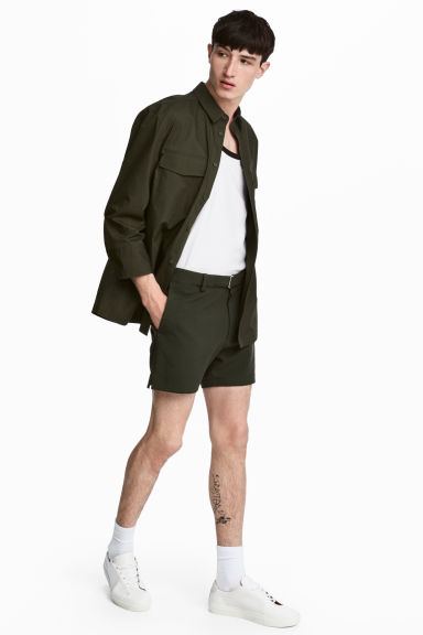 Shorts with fabric belt - Dark khaki green - Men | H&M GB