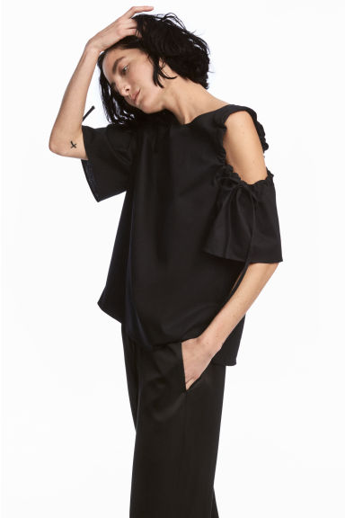 Cold shoulder top - Black - Ladies | H&M 1