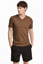 V-neck T-shirt Slim fit - Dark camel - Men | H&M 1