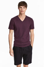 V-neck T-shirt Slim fit - Dark plum - Men | H&M 1