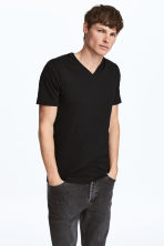 T-shirt scollo a V Slim fit - Nero - UOMO | H&M IT 1