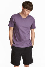 V-neck T-shirt Regular fit - Purple - Men | H&M CN 1