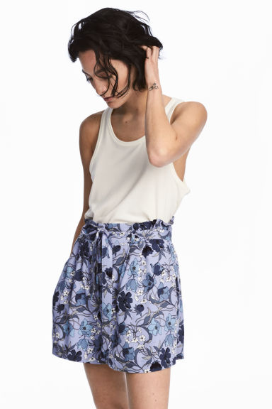 Shorts with a tie belt - Light blue/Patterned - Ladies | H&M CA 1