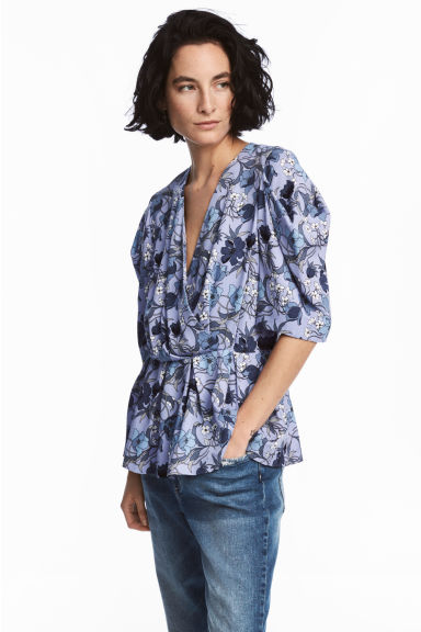 V-neck blouse - Light blue/Floral - Ladies | H&M 1