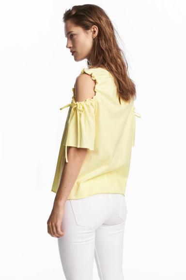 Cold shoulder top - Light yellow - Ladies | H&M CN 1