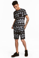 Patterned sweatshirt shorts - Black/Patterned - Men | H&M 1