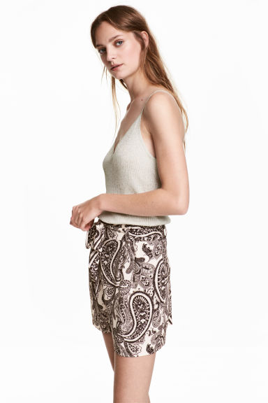 Short shorts - Light beige/Paisley - Ladies | H&M 1