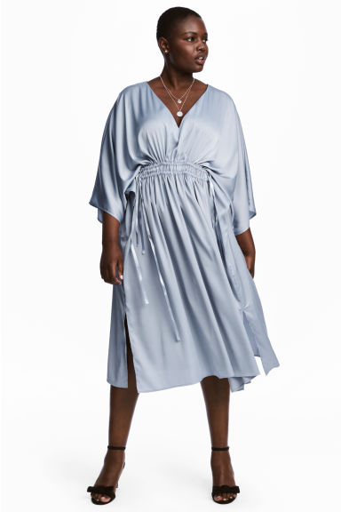 H&M+ Kaftan dress Model