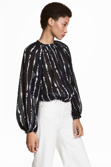Balloon-sleeved blouse - Black/Patterned - Ladies | H&M 1