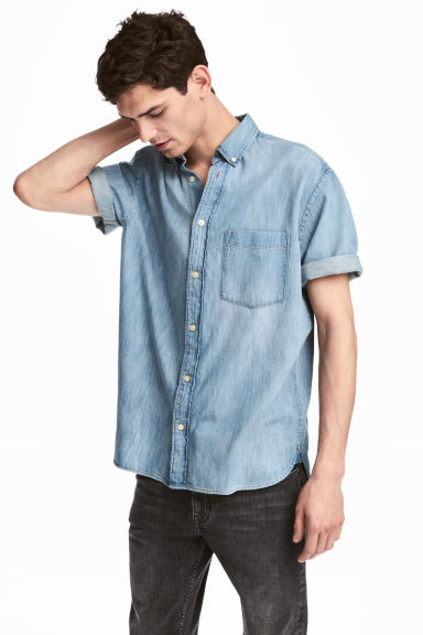 Denim hemd met korte mouwen - Licht denimblauw - HEREN | H&M BE 1