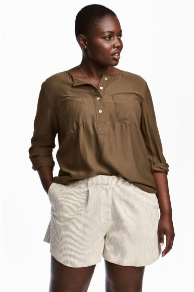H&M+ Crêpe blouse - Khaki green - Ladies | H&M CN 1