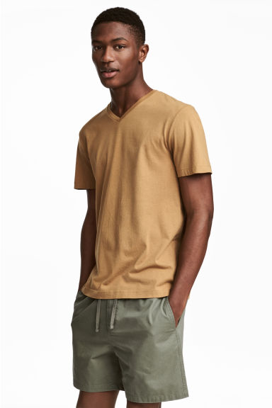 V-ringad t-shirt Regular fit - Kamel - HERR | H&M FI 1