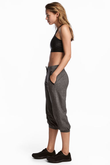 3/4-length sports trousers Model