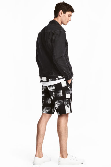 Knee-length twill shorts - Black/Patterned - Men | H&M CN 1