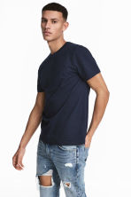Round-necked T-shirt - Dark blue - Men | H&M 1