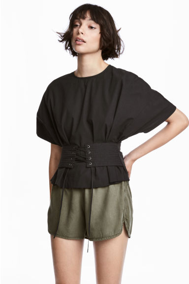 Lyocell shorts - Khaki green - Ladies | H&M 1