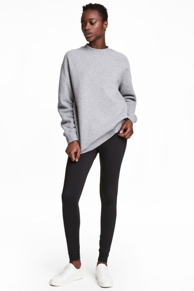 Jersey leggings with a sheen Model