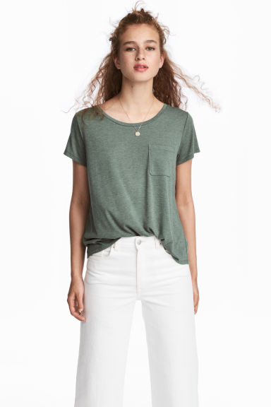 T-shirt with a chest pocket - Khaki green - Ladies | H&M
