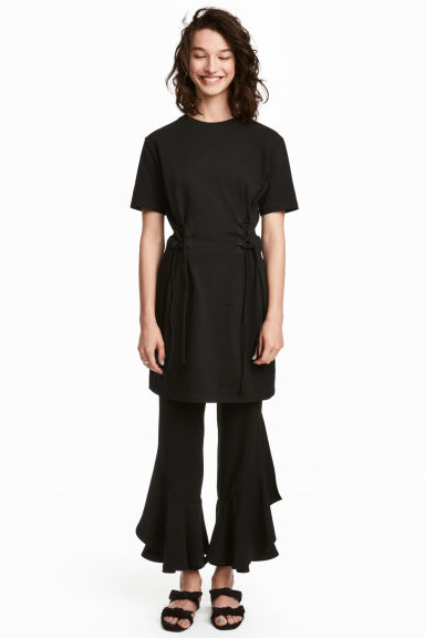 Laced T-shirt dress - Black - Ladies | H&M 1