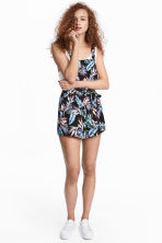 Crêpe dungaree shorts - Black/Leaf - Ladies | H&M CN 1