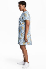 H&M+ Patterned dress - Light blue/Floral - Ladies | H&M 1
