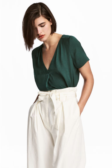 V-neck blouse - Dark green - Ladies | H&M CN 1