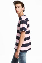 Striped T-shirt - Dark blue/White striped - Men | H&M 1