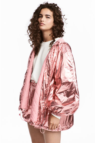 Shimmering metallic jacket Model