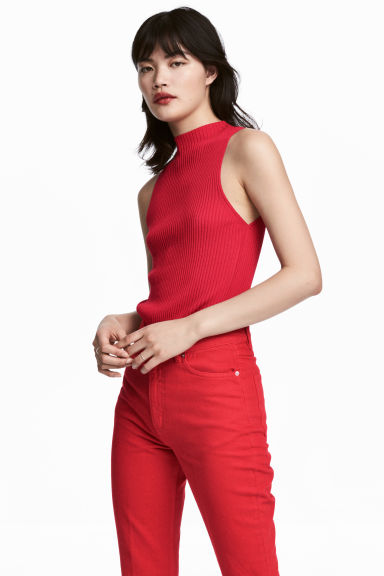Ribbed sleeveless jumper Model