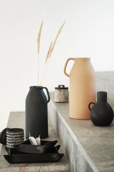 Small stoneware vase - Black - Home All | H&M GB 1