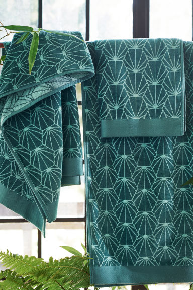 Jacquard-patterned bath towel - Petrol green - Home All | H&M CA 1