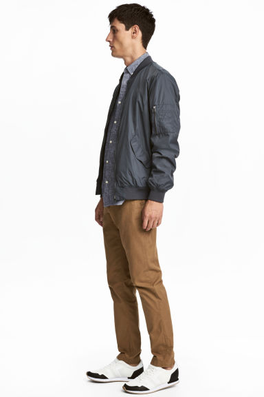 Katoenen chino - Slim fit - Bruin - HEREN | H&M BE 1