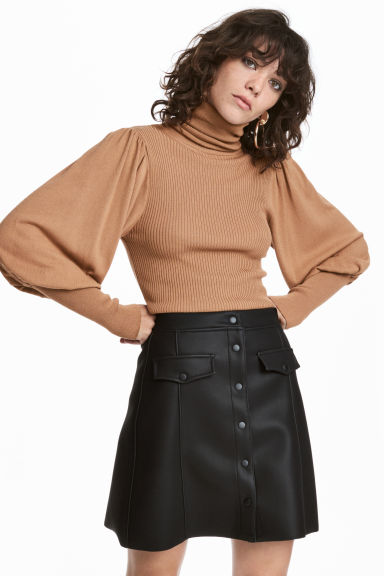 Fine-knit polo-neck jumper Model