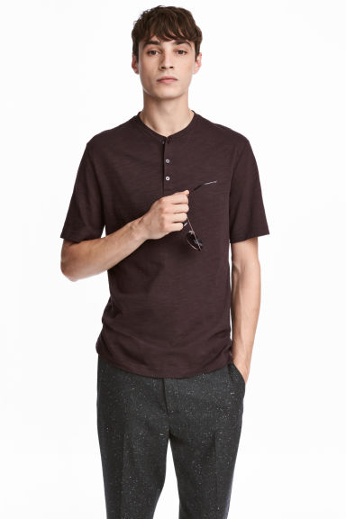 Short-sleeved Henley shirt - Dark brown -  | H&M GB